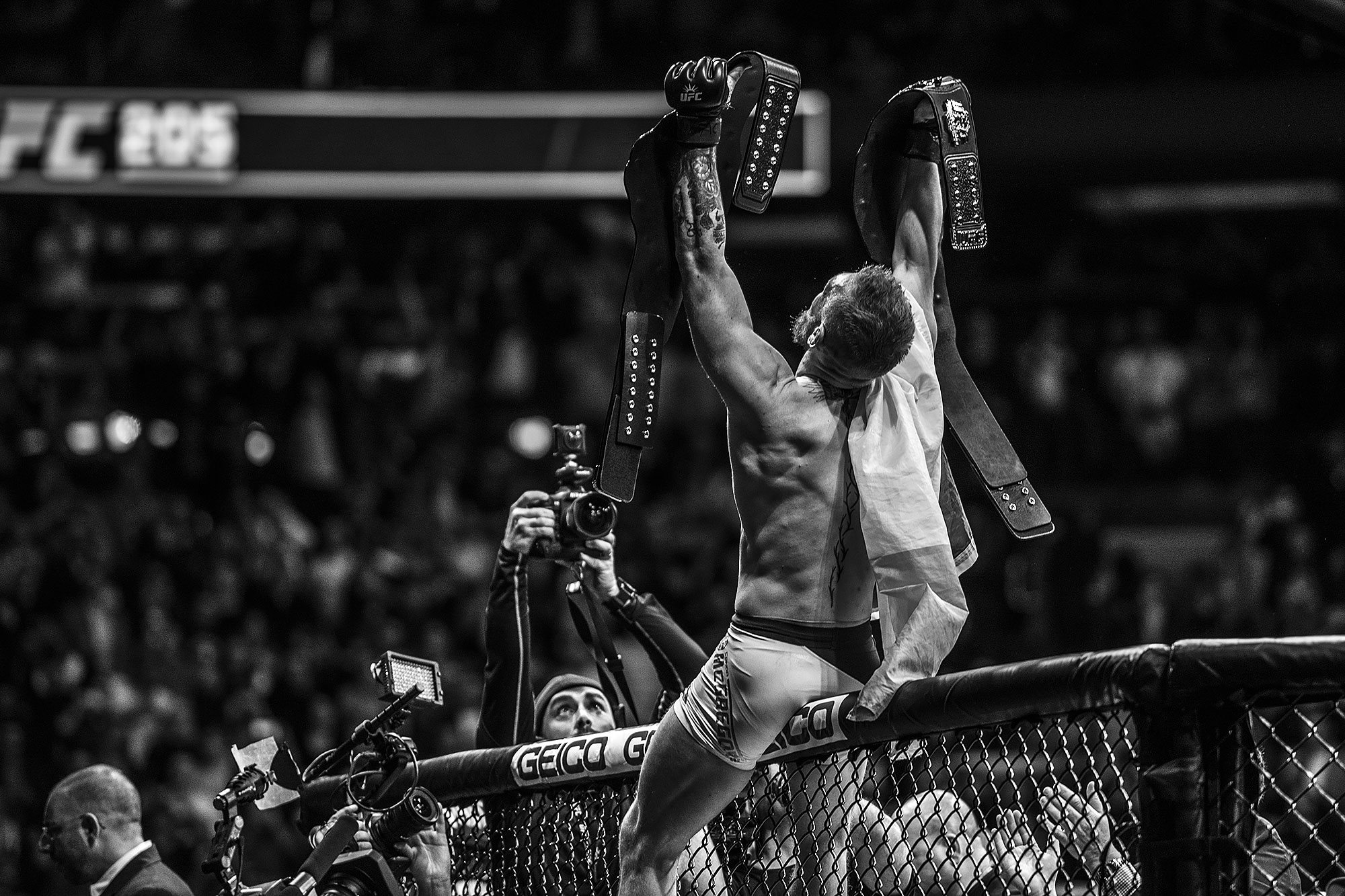 We got new UFC lightweight champion! Check out results from UFC205!