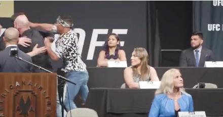 Kevin Lee i Michael Chiesa su se sinoć potukli u sred konferencije za štampu(VIDEO)