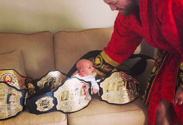 Conor McGregor ima više UFC pojasa u kolekciji nego šta je uspeo da osvoji i odbrani!