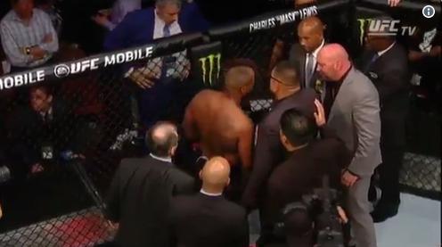 Dana White i čelnici UFC-a nisu dopustili Cormieru da napusti oktagon nakon poraza?(VIDEO)