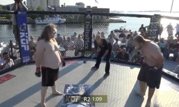 Amaterski MMA borac diskvalifikovan jer je povratio usred borbe! (VIDEO)