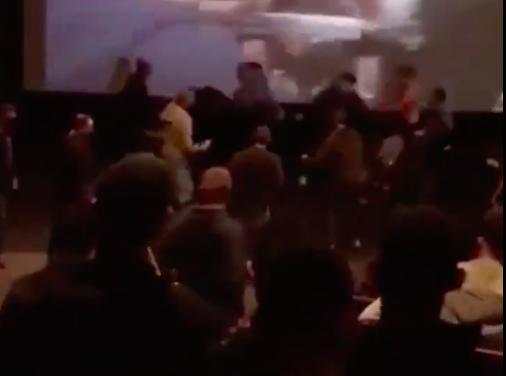 Opšta tuča izbila u jednom bioskopu tokom borbe McGregora i Mayweathera! (VIDEO)