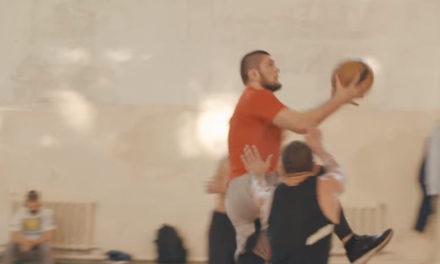 OVAJ BORAC PROBAO JOŠ JEDAN SPORT-Pogledajte kako Habib igra košarku! (VIDEO)